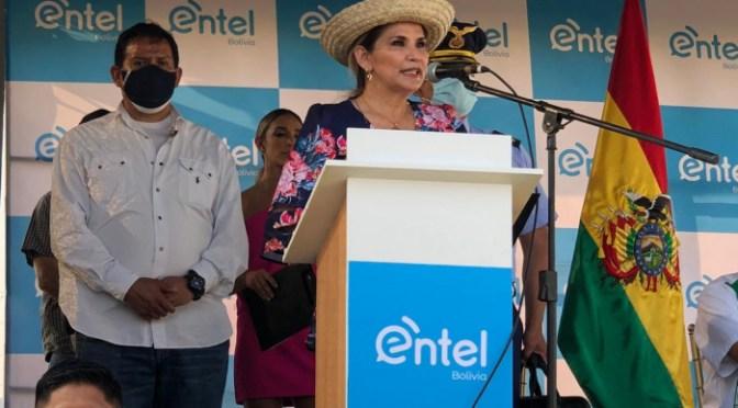 Áñez inaugura la fibra óptica de Entel en el municipio de Porongo