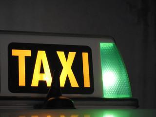 Dos sujetos atracan a un taxista   y lo dejan en coma tras golpearlo con una piedra