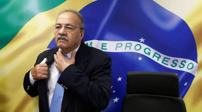 Un senador próximo a Bolsonaro esconde dinero en sus calzoncillos durante un allanamiento en su domicilio
