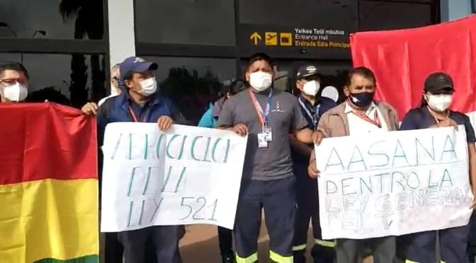 Trabajadores del aeropuerto en paro indefinido por sueldos impagos