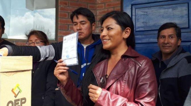 Chapetón emite su voto en El Alto y llama al respeto mutuo para vivir en libertad y democracia
