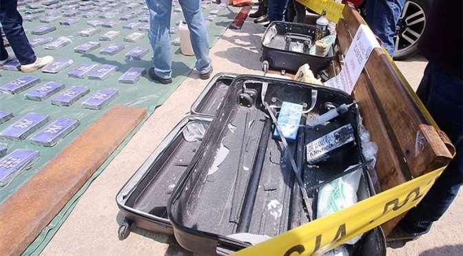 Narcos usaban jovencitas para enviar droga en maletas