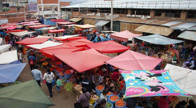 Las frutas y verduras bajan de precio en el mercado campesino de Tarija