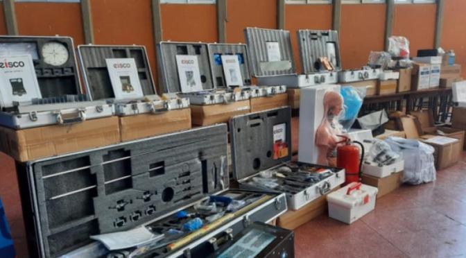 Ministro de Educación entrega equipamiento para laboratorios de 33 colegios en Tarija