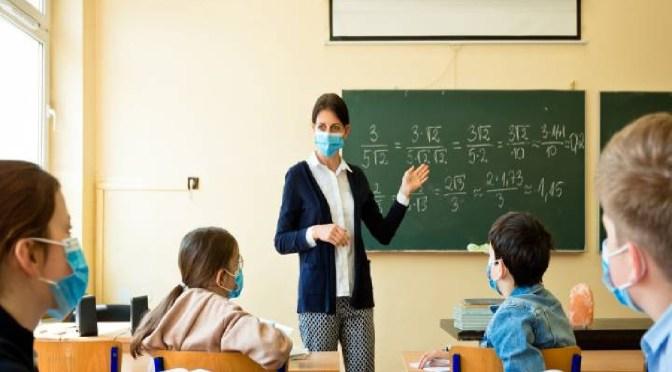 Ministro de Educación prepara denuncia penal por clausura del año escolar 2020