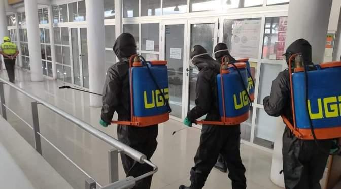 Intensifican desinfecciones contra COVID-19 en avenidas, calles y oficinas públicas de Tarija