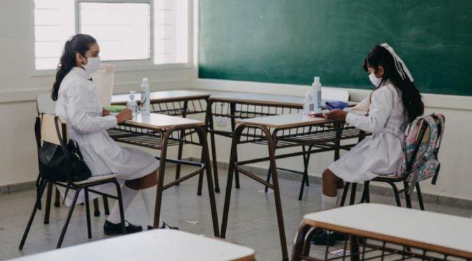 Concejal plantea postergar clases semipresenciales ante contagios en colegios argentinos