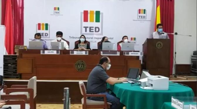 TED Tarija realiza simulacro de cómputo para la segunda vuelta