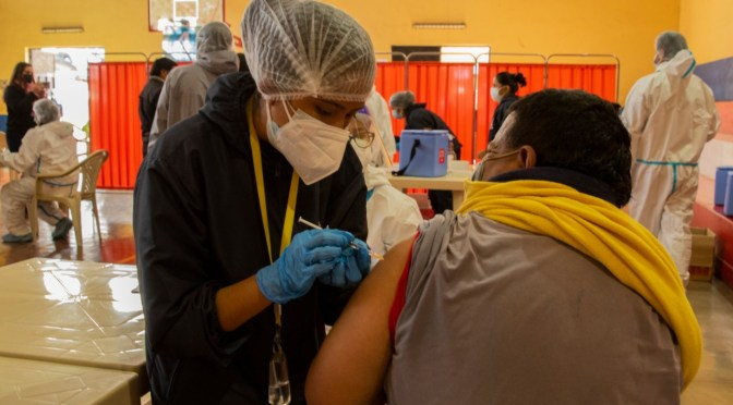 Inicia campaña de vacunación a personas mayores de 50 años en Tarija