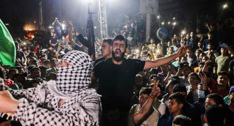 """Hamás reivindica """"la victoria"""" sobre Israel frente a miles de personas en las calles de Gaza"""