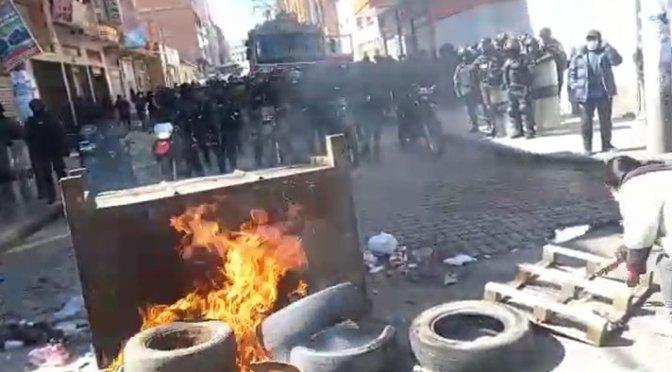 Operativo anticontrabando en El Alto deriva en violencia y hasta retención de fiscales
