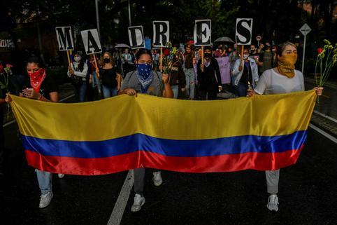 Colombia: Noveno día de protestas termina con vigilia por las víctimas de la represión<br><br>