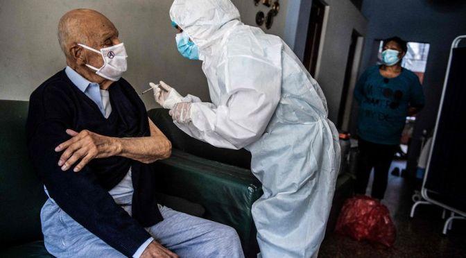 Sancionan a quienes vacunaron con jeringas vacías en Perú