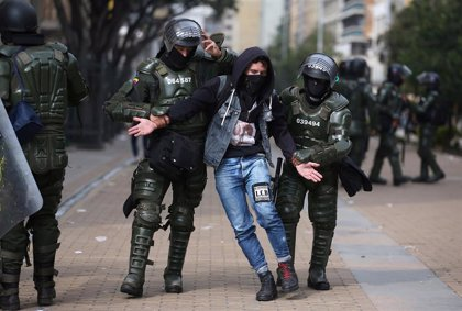 Duque saca a los militares a las calles para reprimir protestas