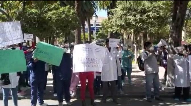 Trabajadores de salud marchan en defensa de la nivelación salarial