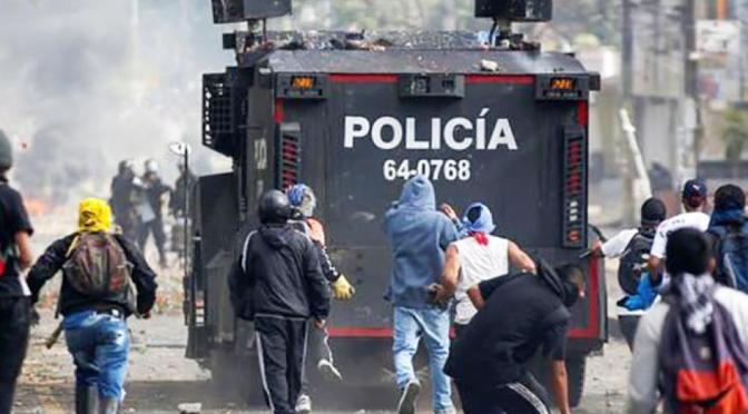 1 muerto y 40 heridos por nuevas protestas en Colombia
