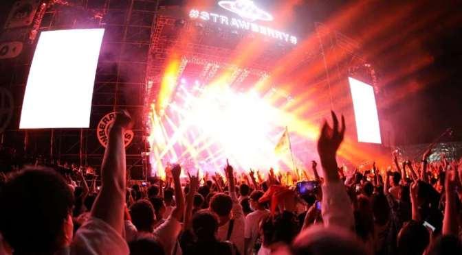 Wuhan se olvida del Covid-19 y realiza concierto con miles de personas sin barbijo
