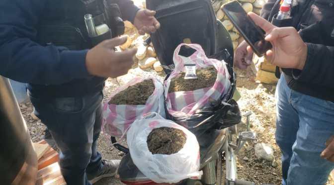 FELCN investiga procedencia de más de 2 kilos de marihuana escondida en una moto