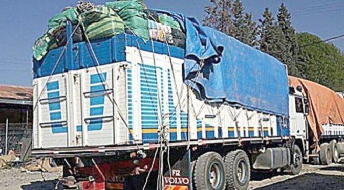 Aduana requisa vehículos, ropa, bebidas y telas de contrabando por valor de Bs 1,4 millones