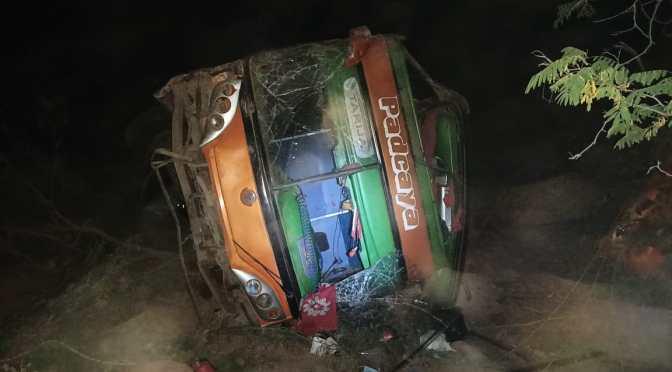 Bus de la empresa Padcaya sufre falla mecánica y  se embarranca,  murió una mujer