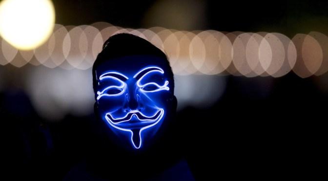Anonymous amenaza a Elon Musk por manipular el precio del bitcóin y Discriminador