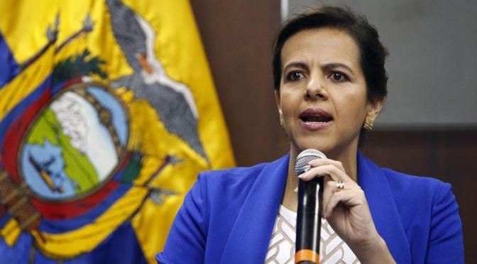 Exministra de Ecuador confirma préstamo de material antimotín, pero dice que no fue de guerra