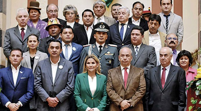 Los senadores que impusieron la presidencia de Jeanine Áñez
