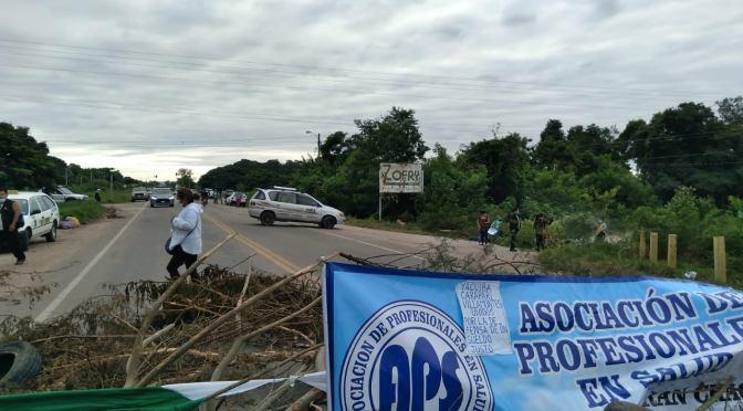 Salubristas del Fray Quebracho protestan en la Ruta 9 en demanda de sueldos