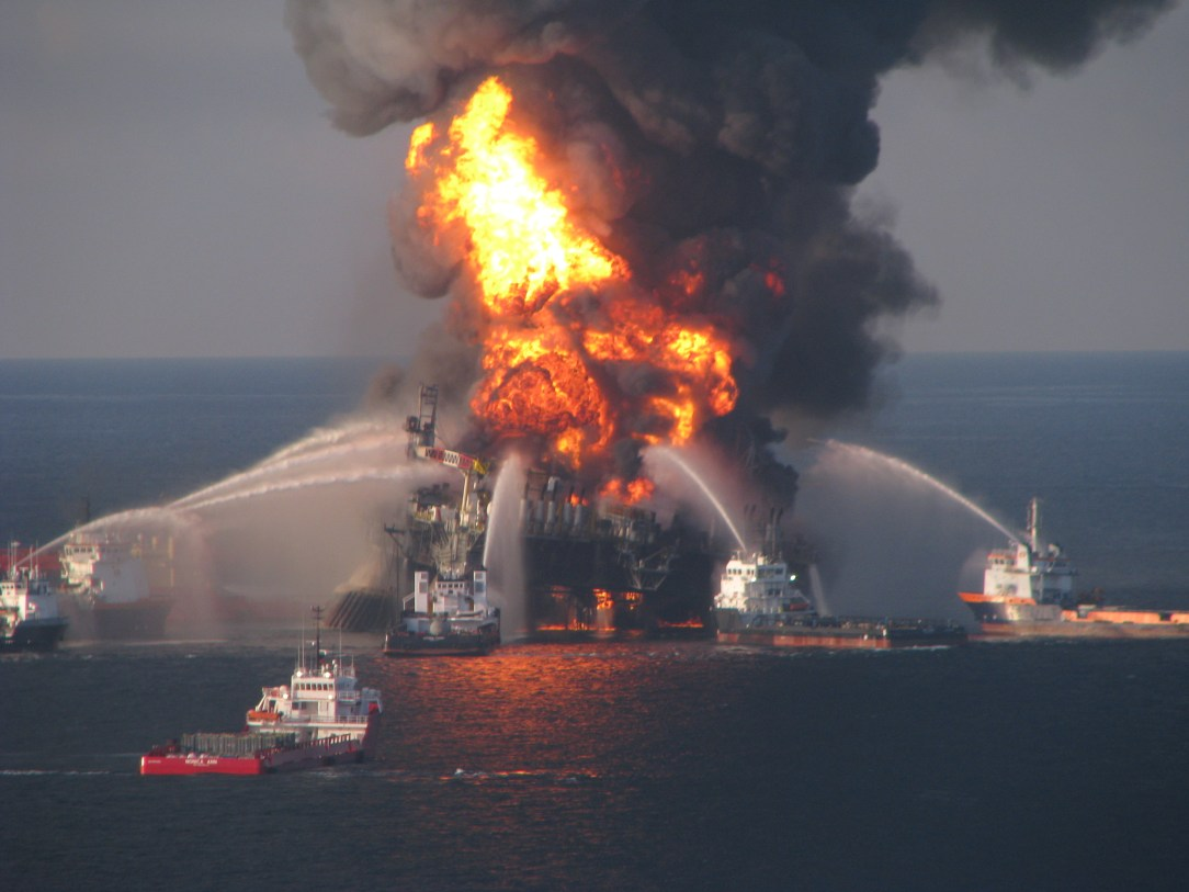 Deepwater_Horizon_offshore_drilling_unit_on_fire