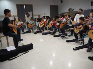 III Encuentro Guitarra Suzuki - Atendemos mucho en clase