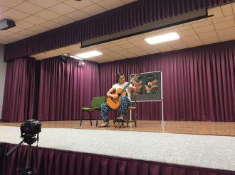 Alumna Clara Tocando en el Concurso Naquera Sona