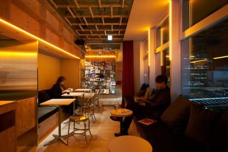 泊まれる本屋「BOOK AND BED TOKYO」新宿店が5月22日オープン!初のカフェが併設されたショップに。