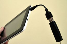 Do tabletu można podłączyć pendrive z filmami, muzką, zdjęciami, dokumentami itd.