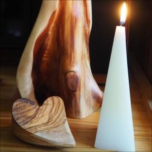 Bílá svíčka, jehlan, bílé svíčky, vonné svíčky, kvalitní svíčky, svíčky praha, White candles, pyramid candle, 01