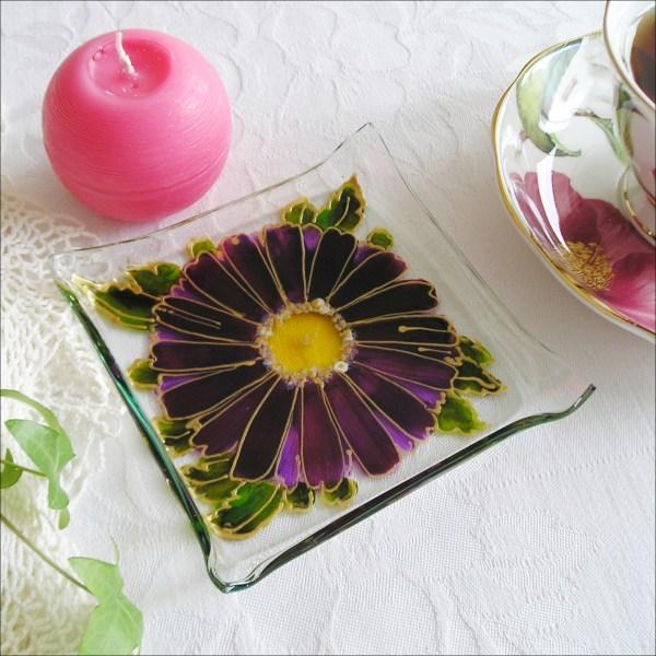 Skleněný-svícen-Gerbera-fialová-svícínek-sklo