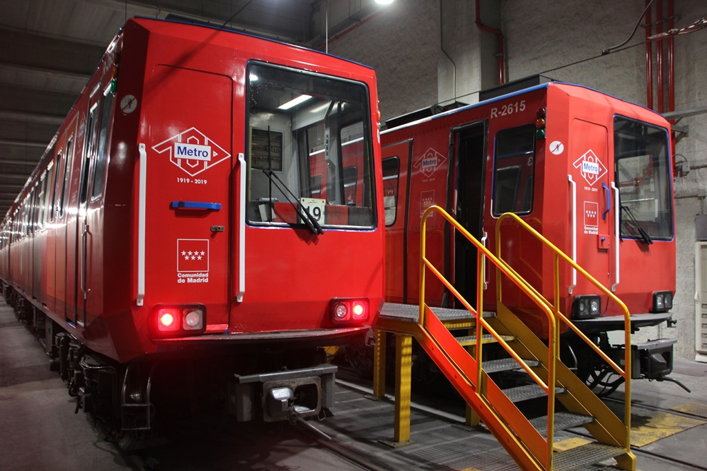 Los viajeros más madrugadores celebran el centenario del Metro