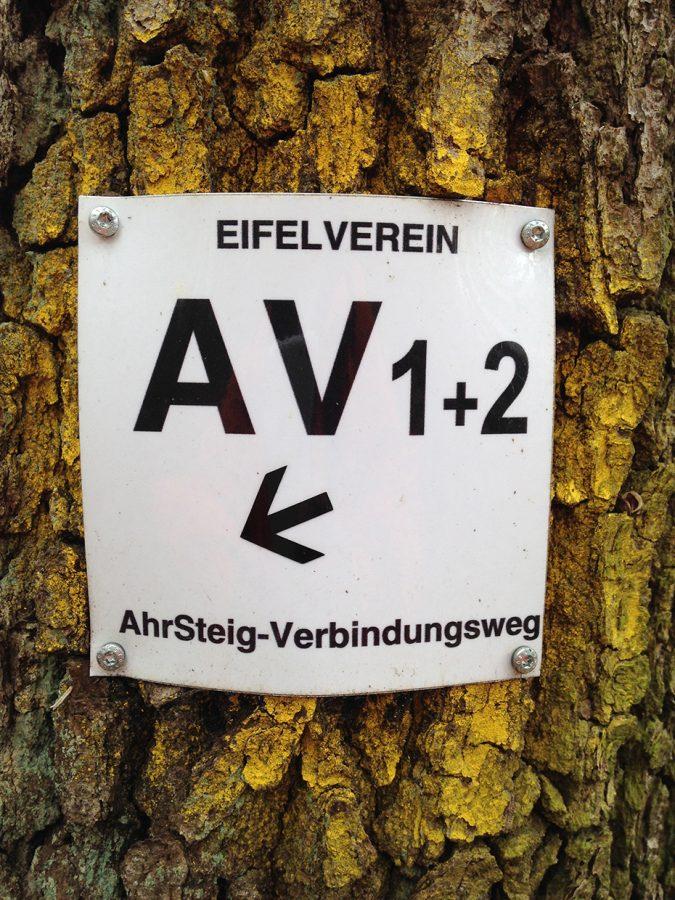 Und ja, vereinzelt gibt es sie noch die alten Markierungen vom AV2 und AV1