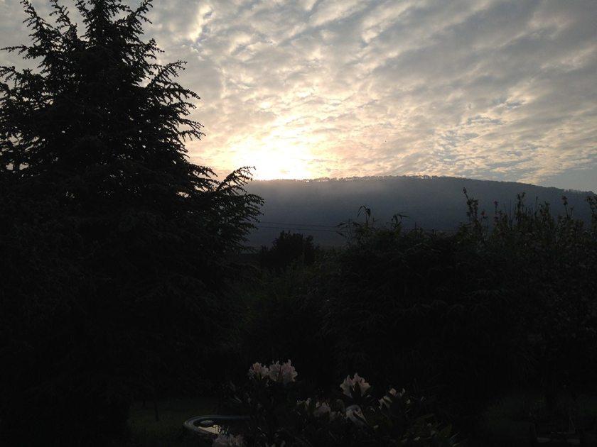Hier steht ein Bild mit dem Titel: Morgens um 6 ist auch die Welt des Wanderbloggers noch in Ordnung (Foto: Hans-Joachim Schneider)