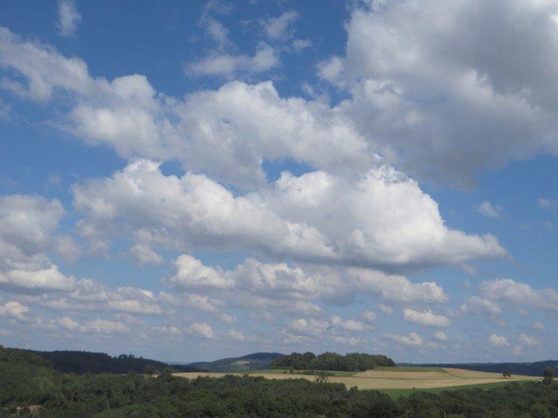 Wunderbare Wolkenbilder bei ansonst strahlend blauem Himmel (Foto: Hans-Joachim Schneider)