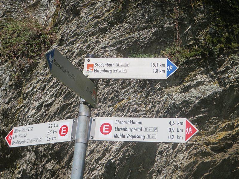 An diesem Punkt heißt es sich zu entscheiden: 15,1 km, 3.5 km oder 0,6 km bis Brodenbach. Diese Entscheidung fällt mir leicht (Foto: Hans-Joachim Schneider)