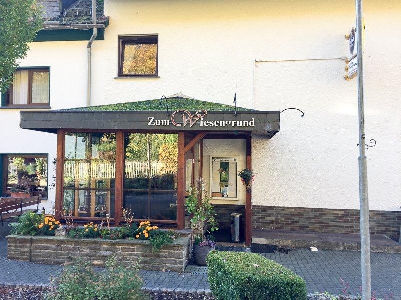 Das Gasthaus zum Wiesengrund: Heiß ersehntes Etappenziel auf dem AhrSteig blau. Ein gutes Bett, hervorragendes Essen, aber kein Handyempfang: Was will man mehr (Foto: Hans-Joachim Schneider)