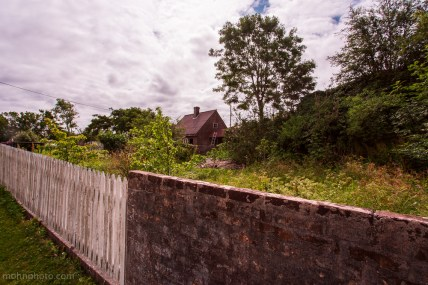 Fence&House