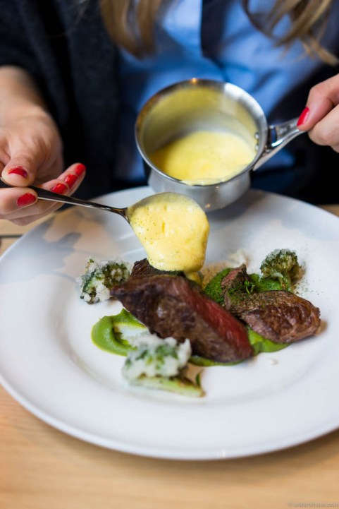 Dry age sirloin, broccoli & estragon hollandaise