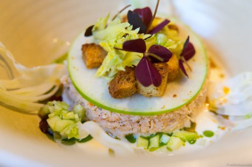 Brown crab, pepperglace, apples, crutons, celery and oxalis