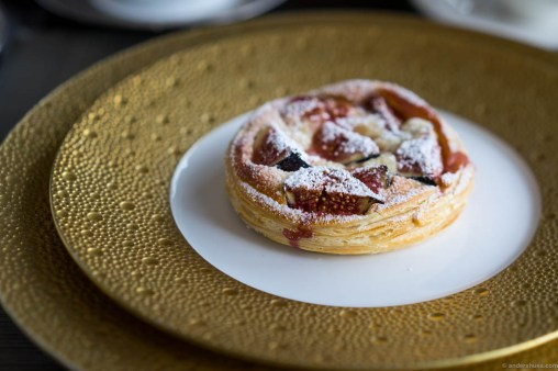 The puff pastry with frangipane and baked figs ...