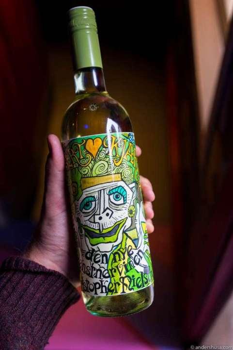 """""""Kunstinteressert kjæringvin"""" – a wine for elderly women interested in art. Meinklang 2016 (white)"""
