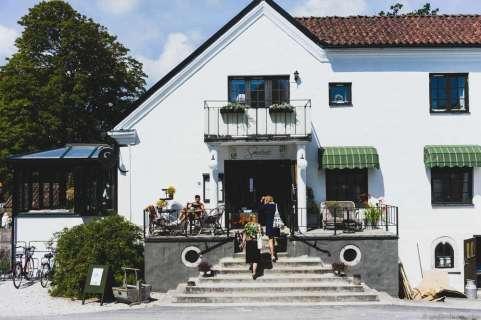 Smakrike Restaurant & Hotel