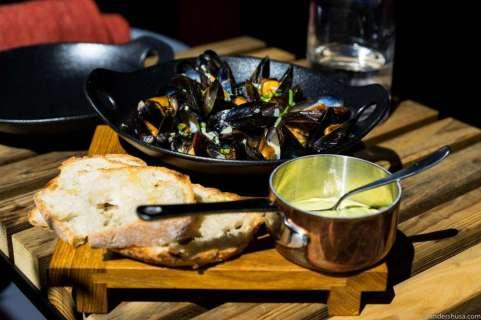 Josper-grilled mussels