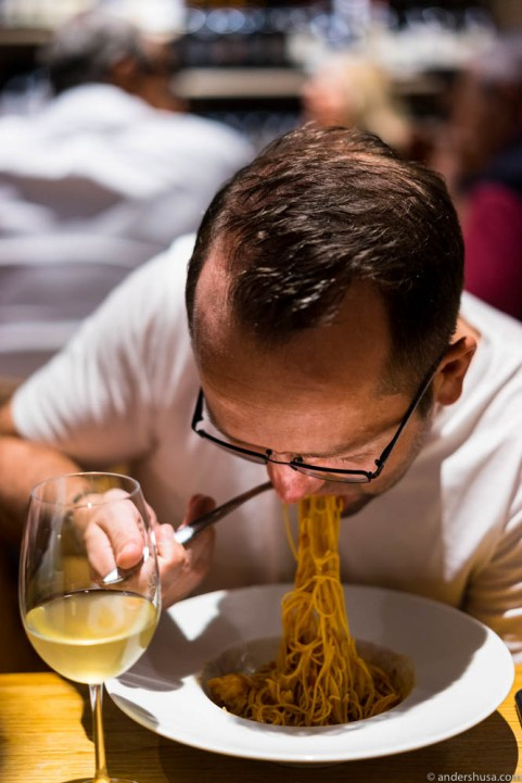 How to eat spaghetti, by almost-Italian Ronny