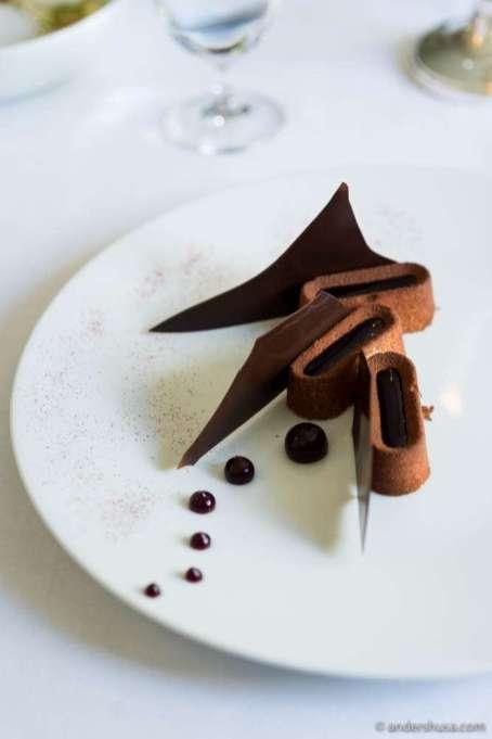 """Kæmpe Eskimo"" – Cru Udzungwa Tanzania 70% chocolate with black currants & vanilla parfait"